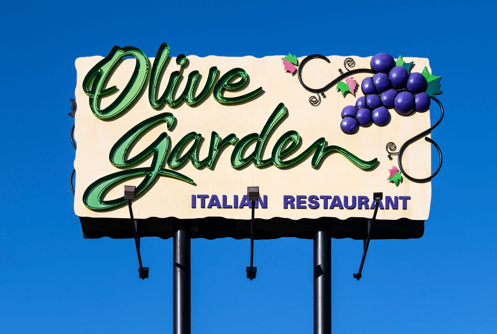 Olive Garden Customer Demanded And Got White Server Worker Says